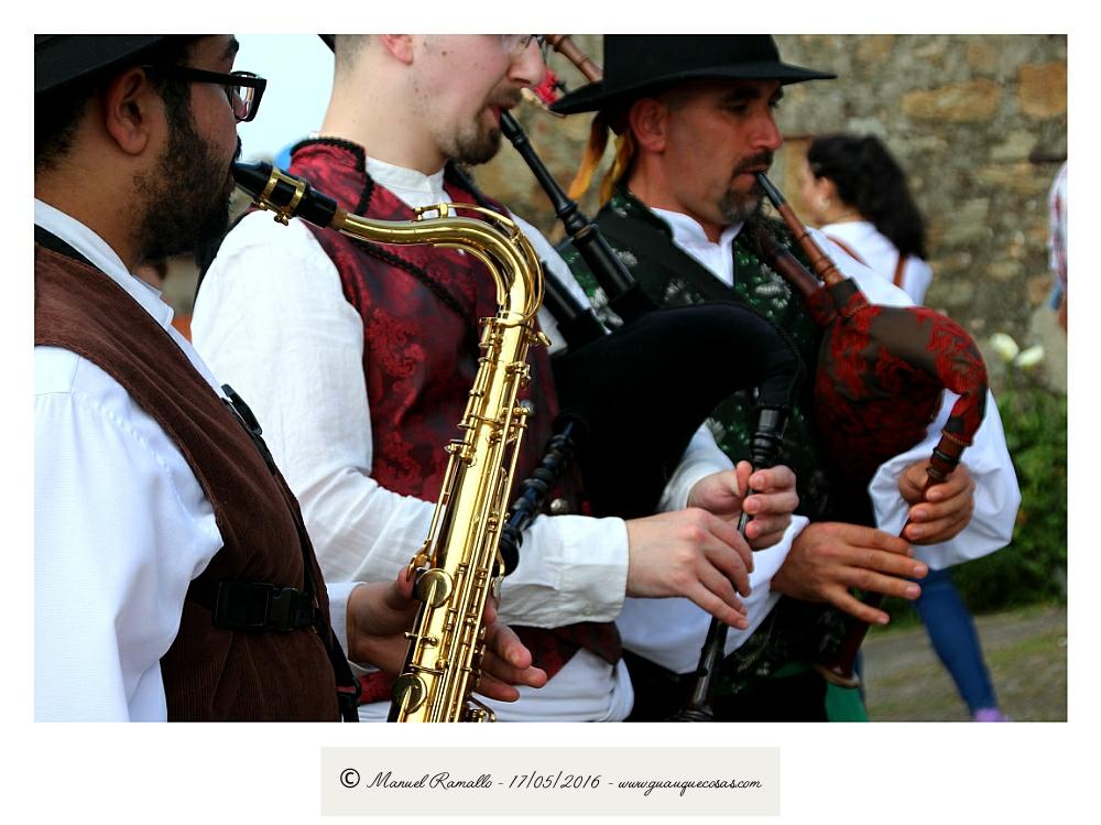 Saxofón y gaitas gallegas en romería Raigame Vilanova dos Infantes Celanova - Imagen: Manuel Ramallo