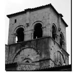 Torre casco antiguo Oviedo ciudad blanco y negro B&W – Imagen: Manuel Ramallo