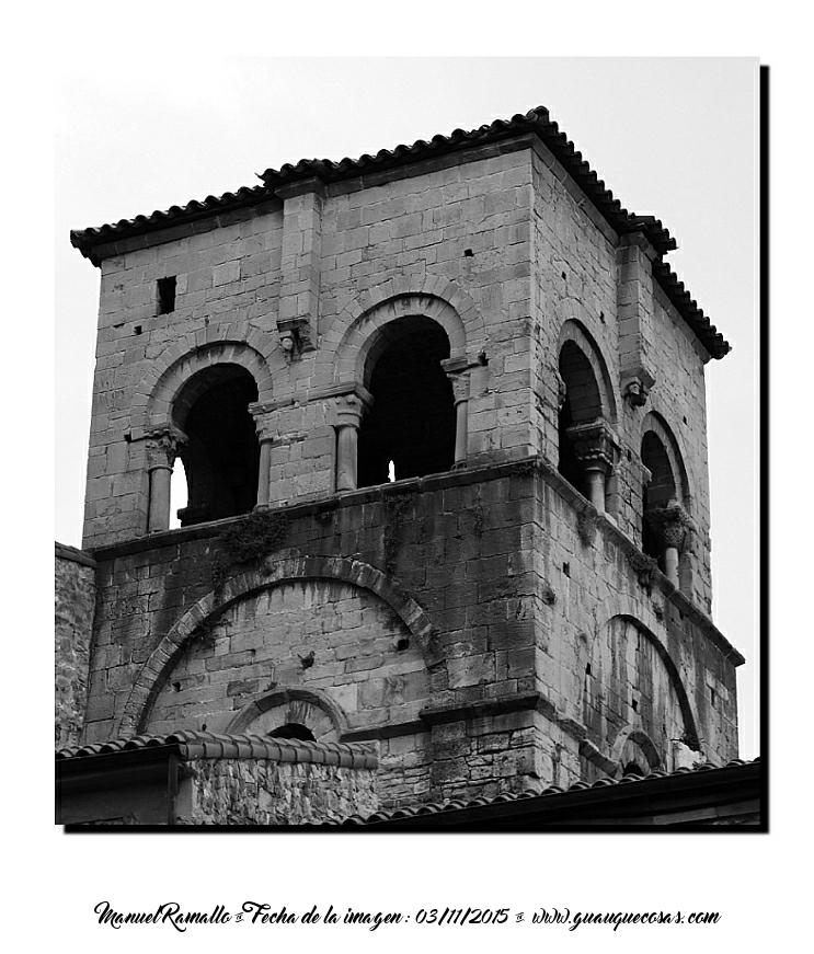 Torre casco antiguo Oviedo ciudad blanco y negro B&W - Imagen: Manuel Ramallo