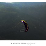 Cometa volando sobre verdes montes – Imagen: Manuel Ramallo