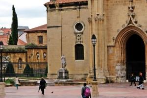 Plaza Alfonso II el Casto Oviedo Asturias