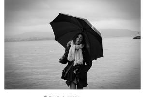 Retrato en blanco y negro con paraguas B&W – Imagen: Manuel Ramallo