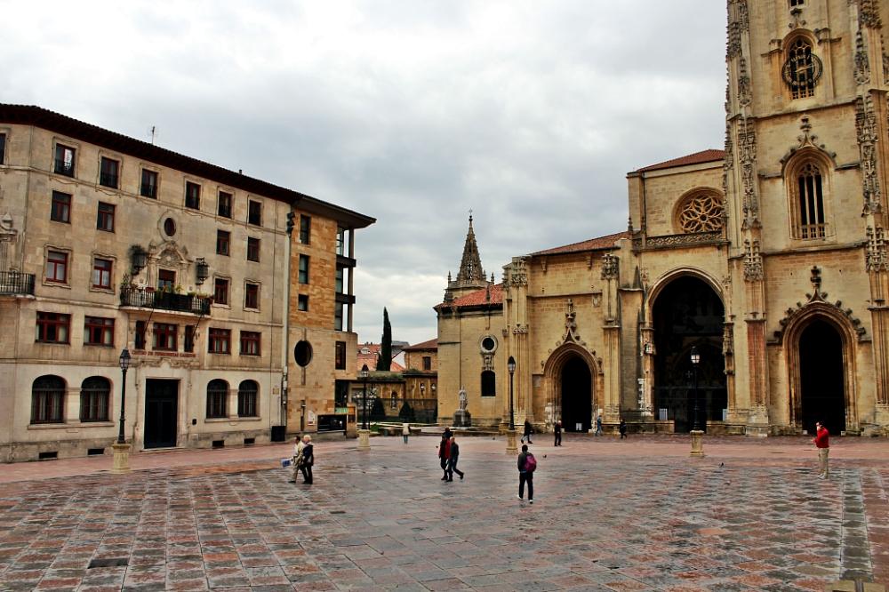 Vista general de la Plaza de la catedral de Oviedo