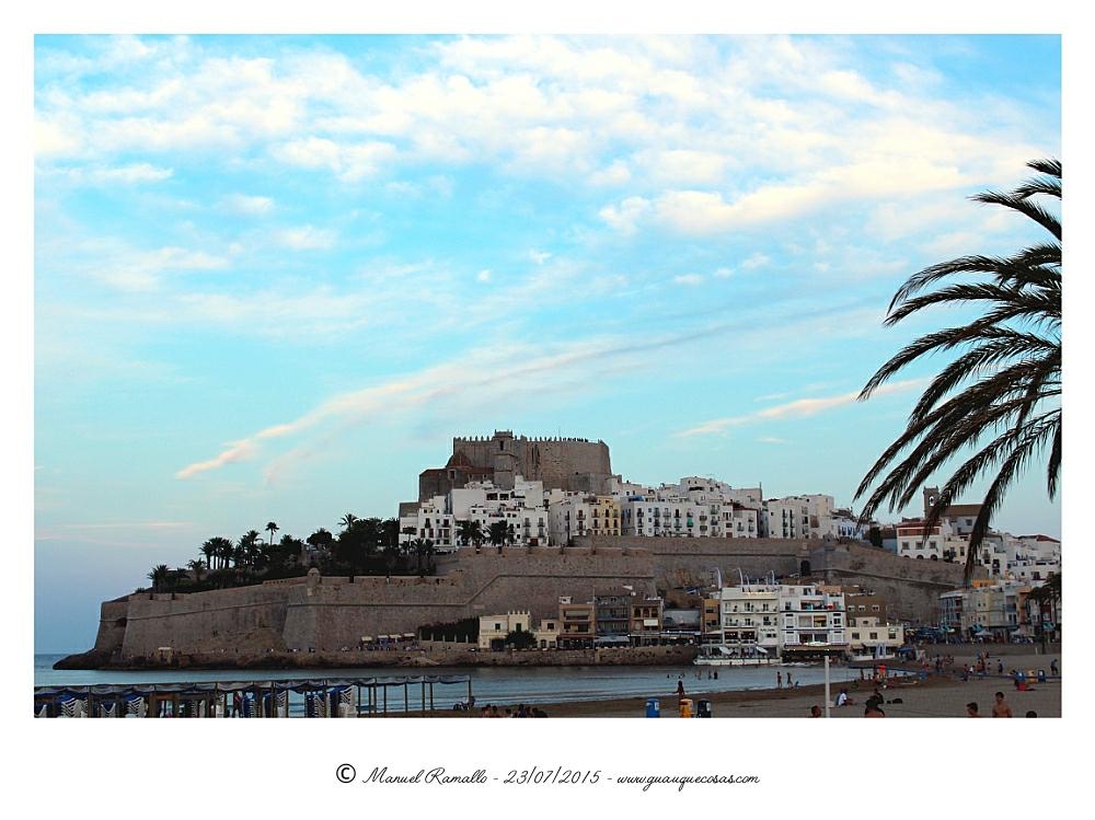 Fortaleza de Peñíscola al atardecer desde la playa - Imagen: Manuel Ramallo