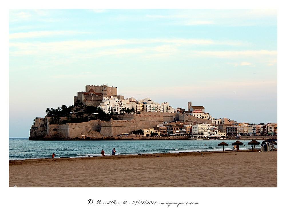 Peñíscola vista desde la playa vista general de la fortaleza - Imagen: Manuel Ramallo