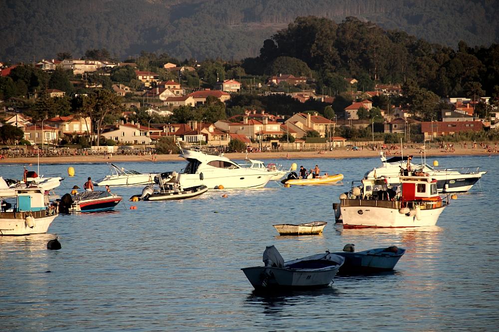 Barcos en Panxón al atardecer autor Manuel Ramallo