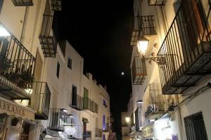 Calles y cielo nocturno en Peñíscola autor Manuel Ramallo