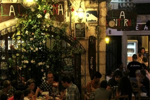 Peñiscola restaurante cena plaza noche autor Manuel Ramallo