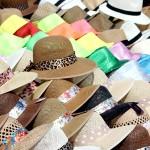 Sombreros de colores para la playa