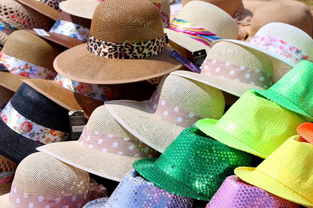 Sombreros de colores varios