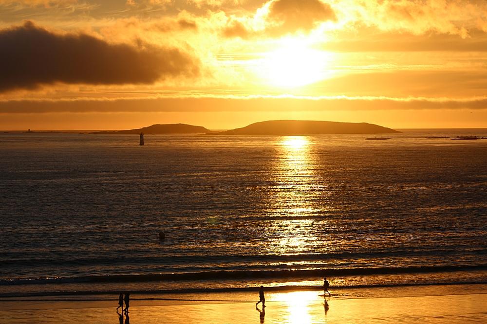 El sol sobre el mar de playa América Panxón atardecer verano autor Manuel Ramallo