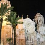 Catedral de Cádiz vista nocturna de la fachada