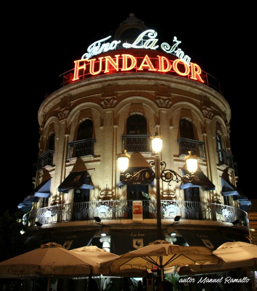 El Gallo Azul edificio fachada bar Jerez de la Frontera Cádiz autor Manuel Ramallo