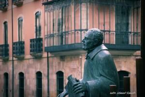 Escultura dedicada al Maestro Salinas estatua en Salamanca autor Manuel Ramallo