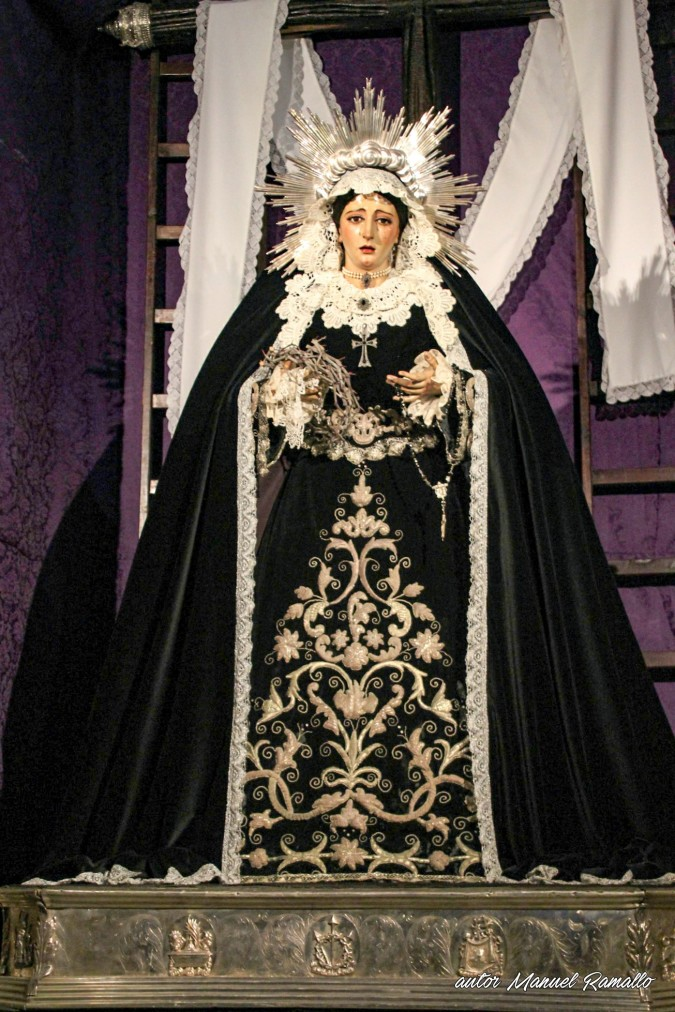 Escultura imagen de la Virgen María iglesia de Santa Cruz antigua catedral de Cádiz