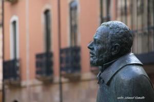 Estatua escultura Maestro Salinas Salamanca autor Manuel Ramallo
