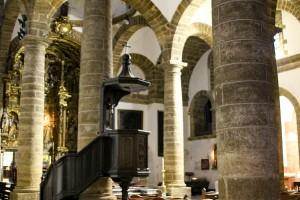 Interior de la glesia de Santa Cruz antigua catedral de Cádiz