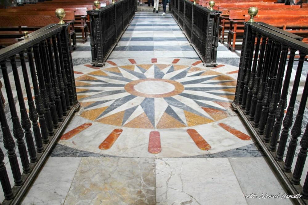 Suelo de la nave central de la catedral de Cádiz