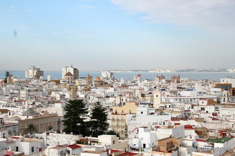 Vista parcial de Cádiz desde la torre del campanario de su catedral