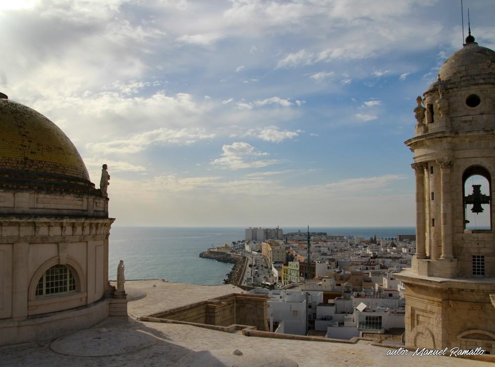 Vista parcial de Cádiz desde una de las torres de la Catedral
