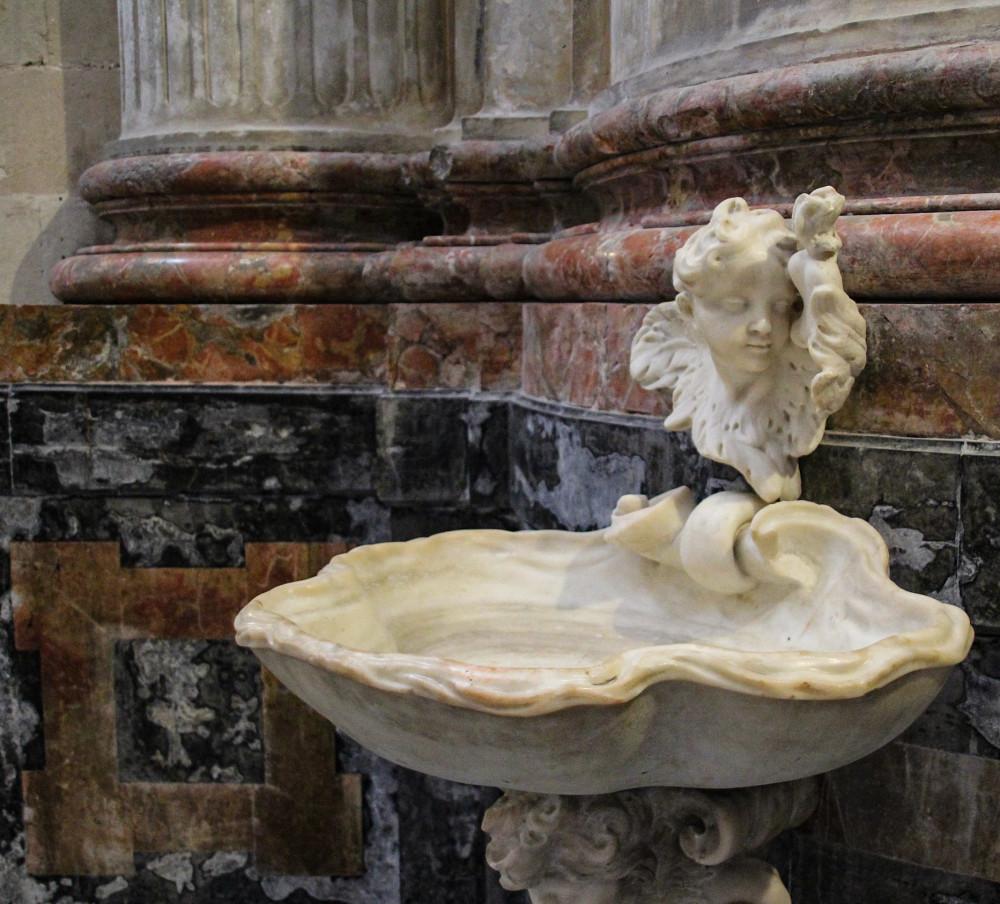 Pila de agua bendita catedral de Cádiz Andalucía