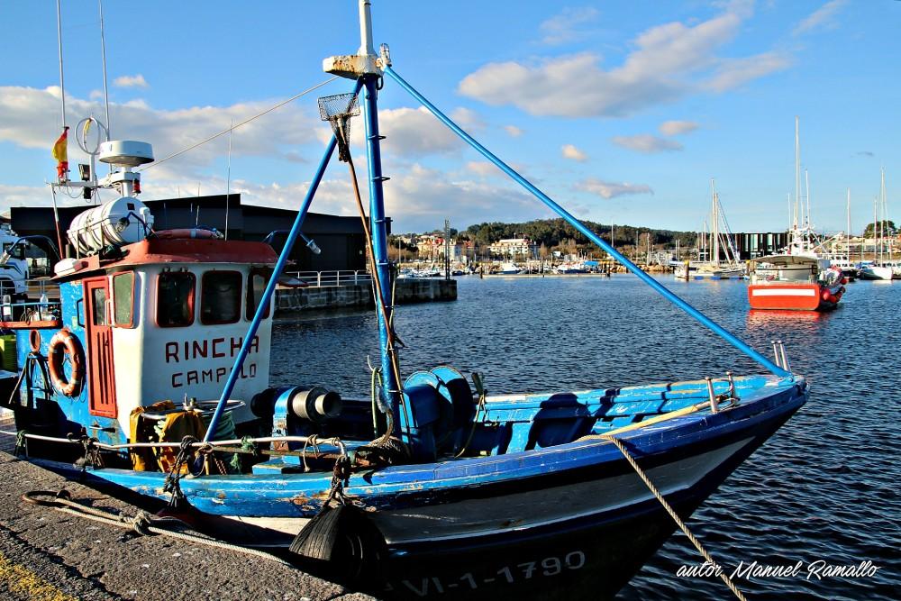 Puerto de mar en Galicia con barcos de pesca Portonovo Sanxenxo Pontevedra