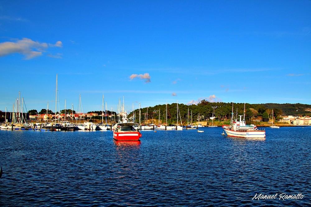Puerto deportivo de Portonovo con barcos de pesca Sanxenxo Pontevedra