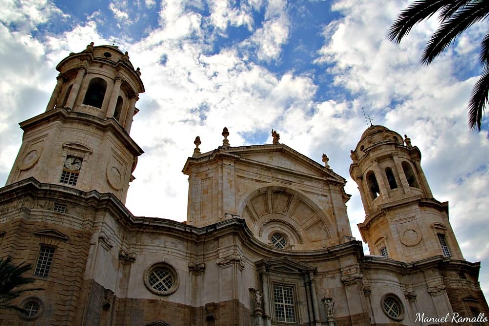 Fachada de la catedral nueva de Cádiz Andalucía España