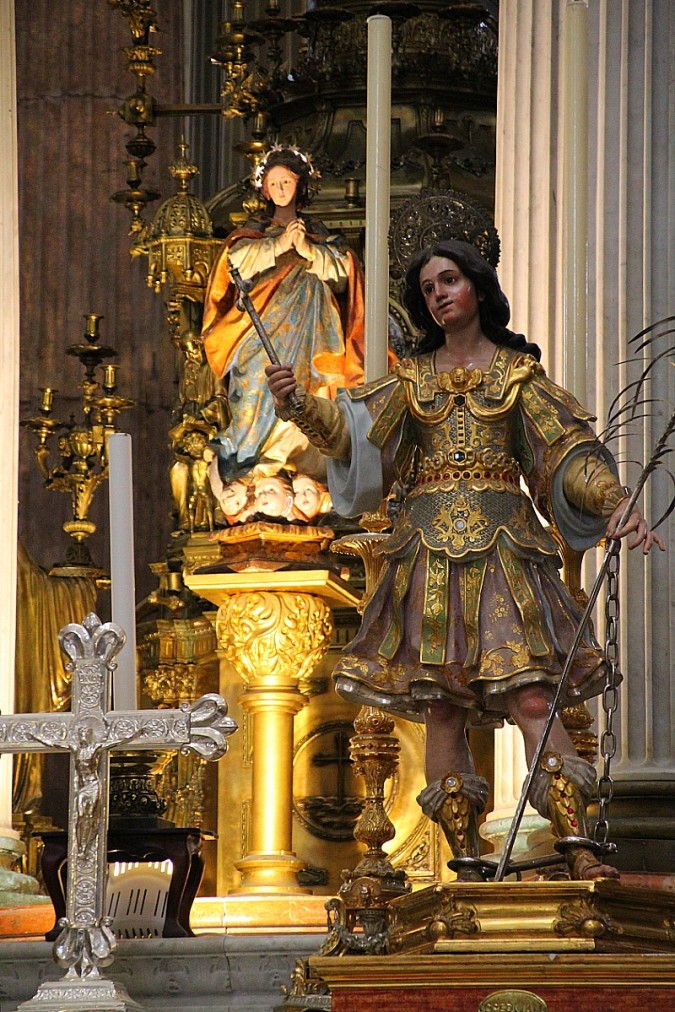 Imágenes esculturas del altar mayor catedral Cádiz Andalucía España