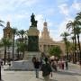 Monumento a Moret delante del ayuntamiento de Cádiz Andalucía España