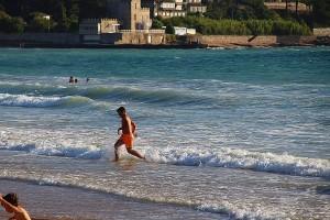 Niños bañándose en el mar playa América Panxón Pontevedra Galicia