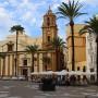 Plaza de la catedral nueva de Cádiz Andalucía España