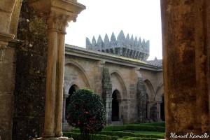 claustro-de-la-catedral-de-tuy-en-pontevedra-galicia
