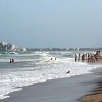 Día de playa y olas en Peñíscola