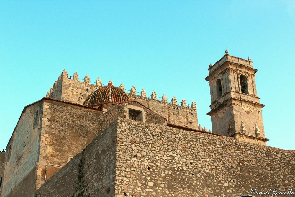 Fortaleza Papa Luna iglesia y campanario