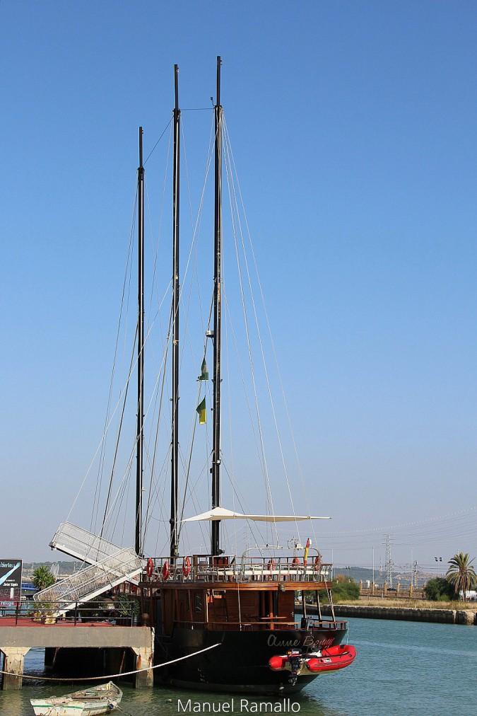 Velero en el Puerto de Santa María Cádiz