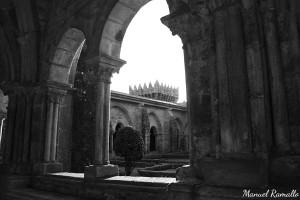 claustro-catedral-tuy-pontevedra-blanco-y-negro