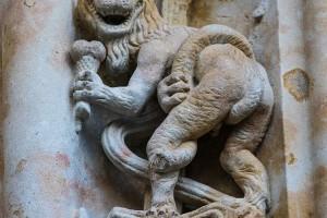dragon-con-helado-de-tres-bolas-de-la-catedral-de-salamanca-fachada-piedra
