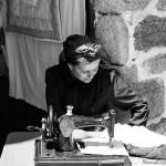 maquina-de-coser-singer-mujer-traje-tipico-gallega-romeria-raigame-celanova-vilanova-dos-infantes