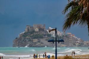 mal-dia-de-playa-en-peniscola-tormenta-lluvia-fortaleza-castillo-papa-luna