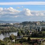 rio-mino-a-su-paso-por-tuy-pontevedra-valenca-do-minho-portugal-al-otro-lado-del-rio