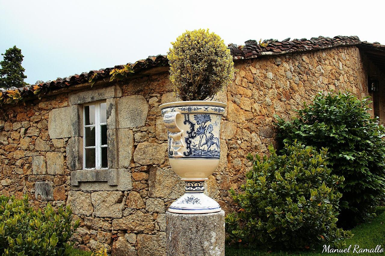 florero-y-galpon-en-el-pazo-de-oca-pontevedra-galicia
