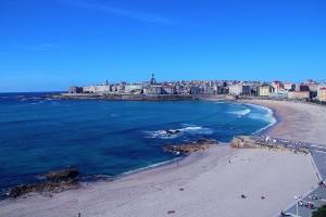 playa-orzan-riazor-vista-desde-altura-en-hotel