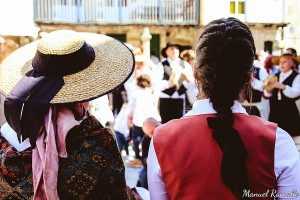 raigame-romeria-vilanova-dos-infantes-baile-tipico-traje-peinado-gallega