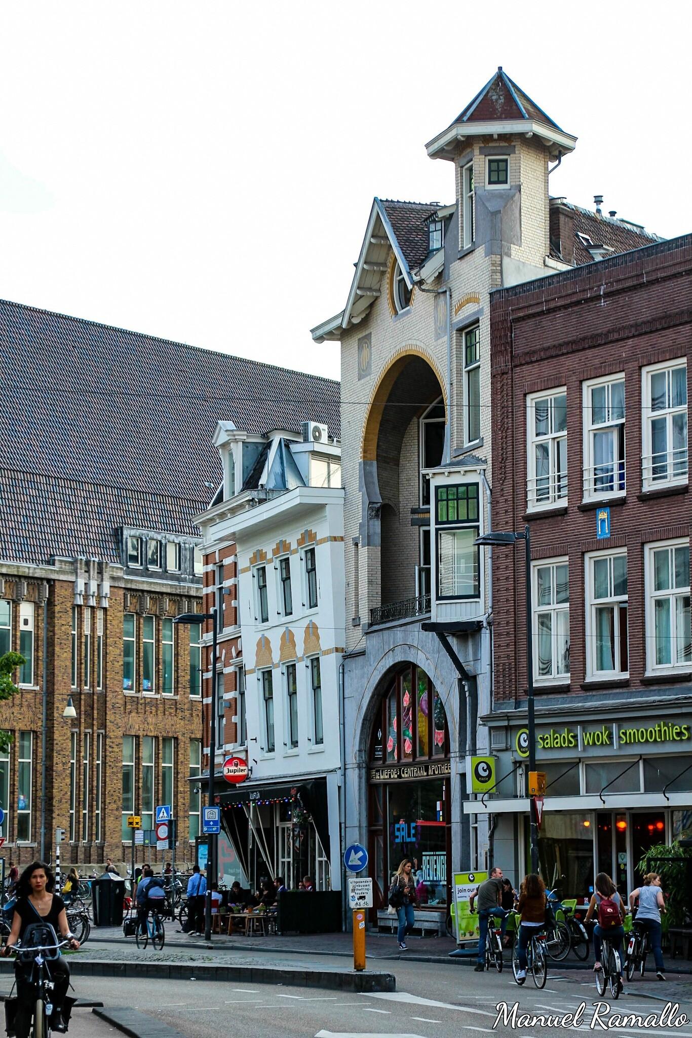 utrecht-plaza-fachada-torcida-edificio-paises-bajos-holanda