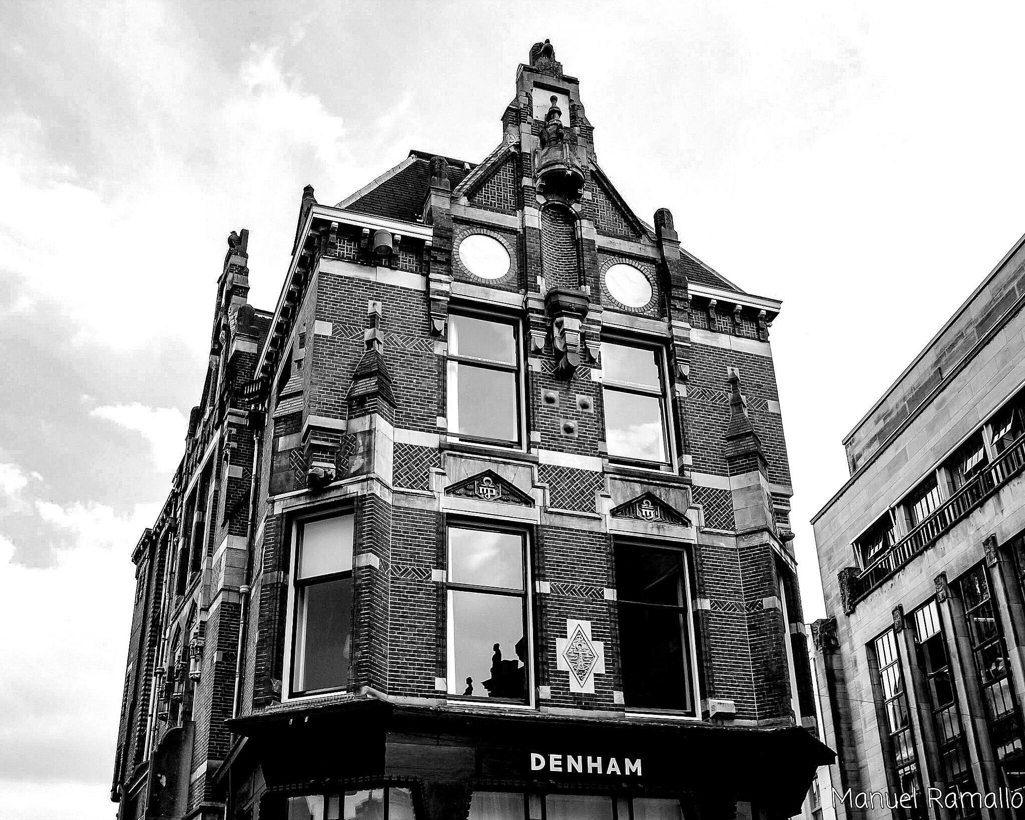 blanco-y-negro-fachada-utrecht-holanda-paises-bajos