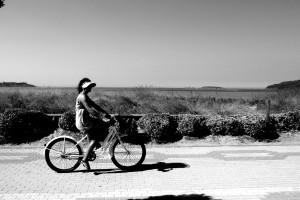 en-bici-por-playa-america-nigran-pontevedra
