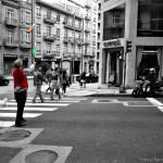 juegos-malabares-en-la-calle-ourense-blanco-y-negro
