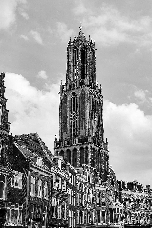 torre-reloj-utrecht-holanda-paises-bajos-blanco-y-negro