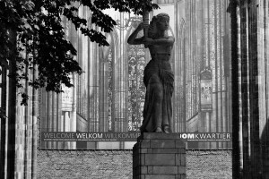 iglesia-utrecht-blanco-y-negro-escultura-holanda-paises-bajos